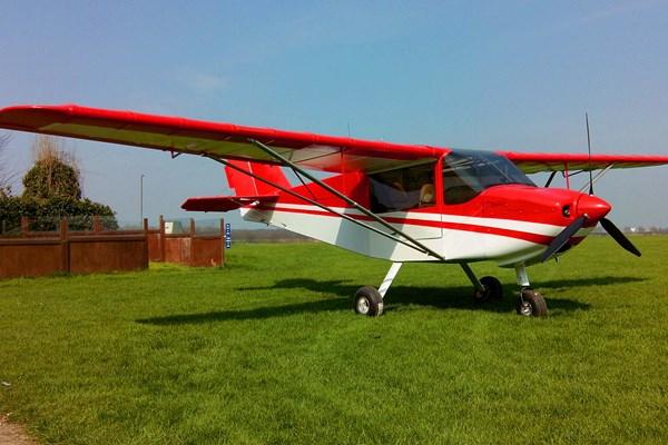 Coyote vliegtuig rood