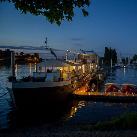 Botel Ophoven Belgie by night