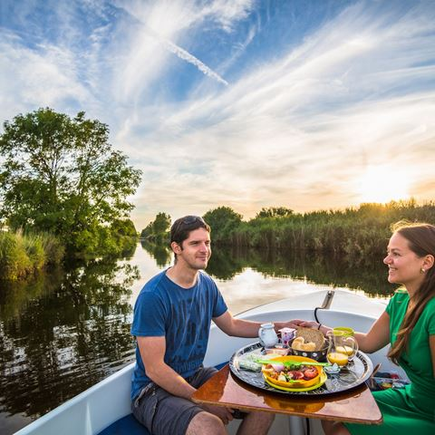 Varen en picknicken romantisch