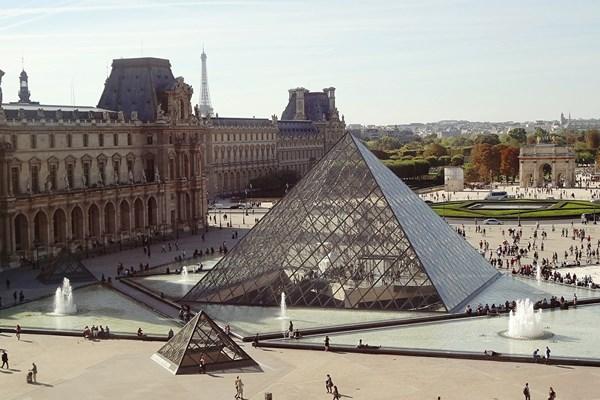 Louvre Parijs glazen punt