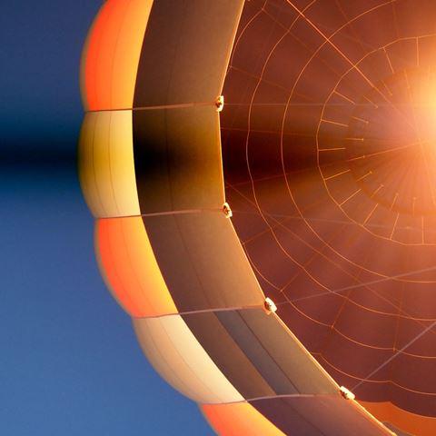 Ballonvaart in de avond