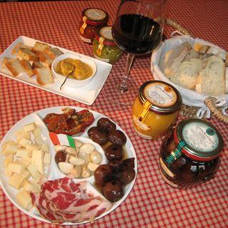 Italiaanse wijnproeverij met specialiteiten
