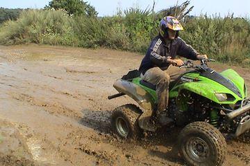 Quadrijden in de modder