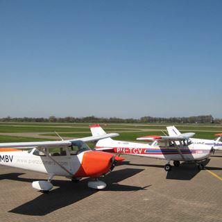 Vliegtuigen aan de grond