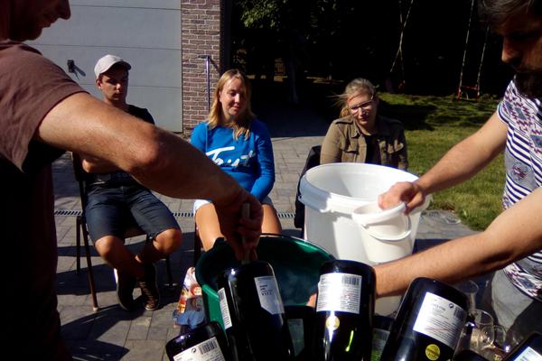 Bier brouwen in de zon