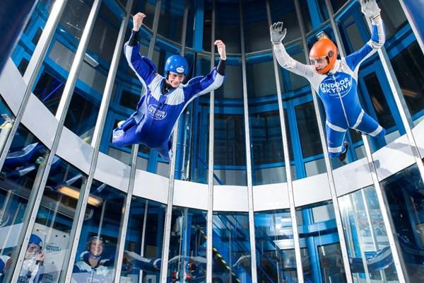 Zweven luchttunnel skydiven