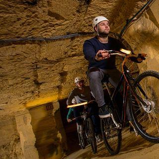 Fietsen door de grotten van Valkenburg