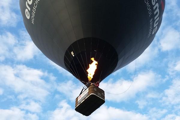 Luchtballon in de lucht
