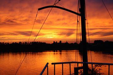 Zonsondergang overnachting boot