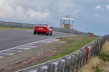 Raceauto op circuit