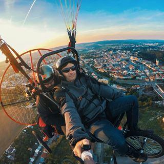 Initiatievlucht met een paramotor